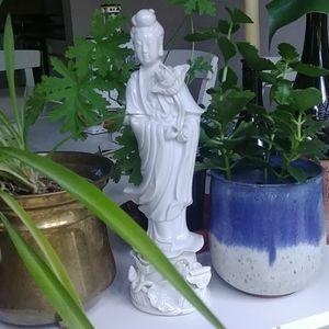 Kwan Yin wishing statue
